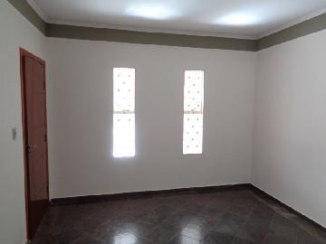 Alugar Casa / Padrão em Araçatuba. apenas R$ 900,00