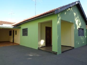 Alugar Casa / Padrão em Araçatuba. apenas R$ 1.000,00
