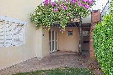 Alugar Casa / Padrão em Araçatuba. apenas R$ 1.700,00